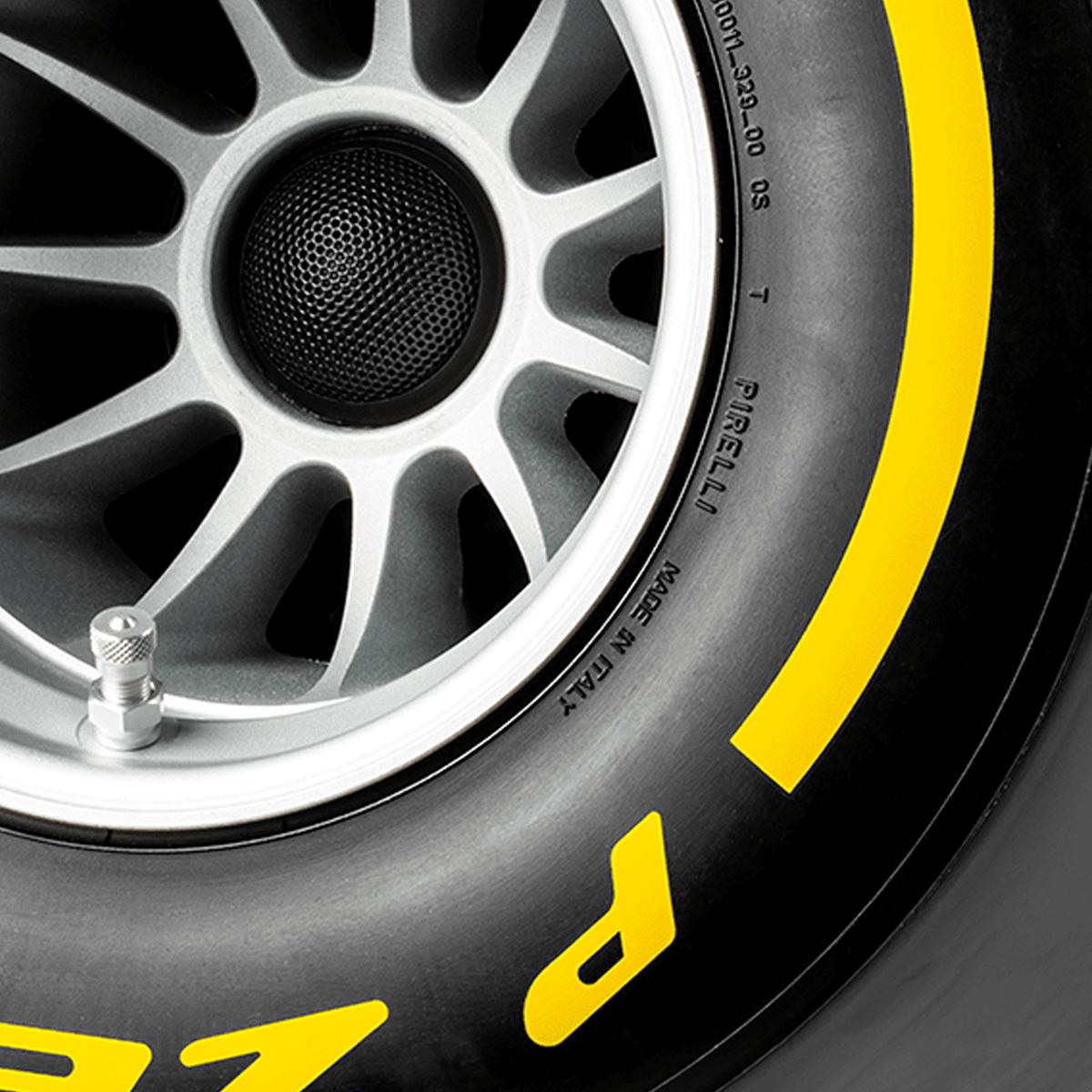 Pirelli P ZERO™ impianto audio di lusso colore giallo