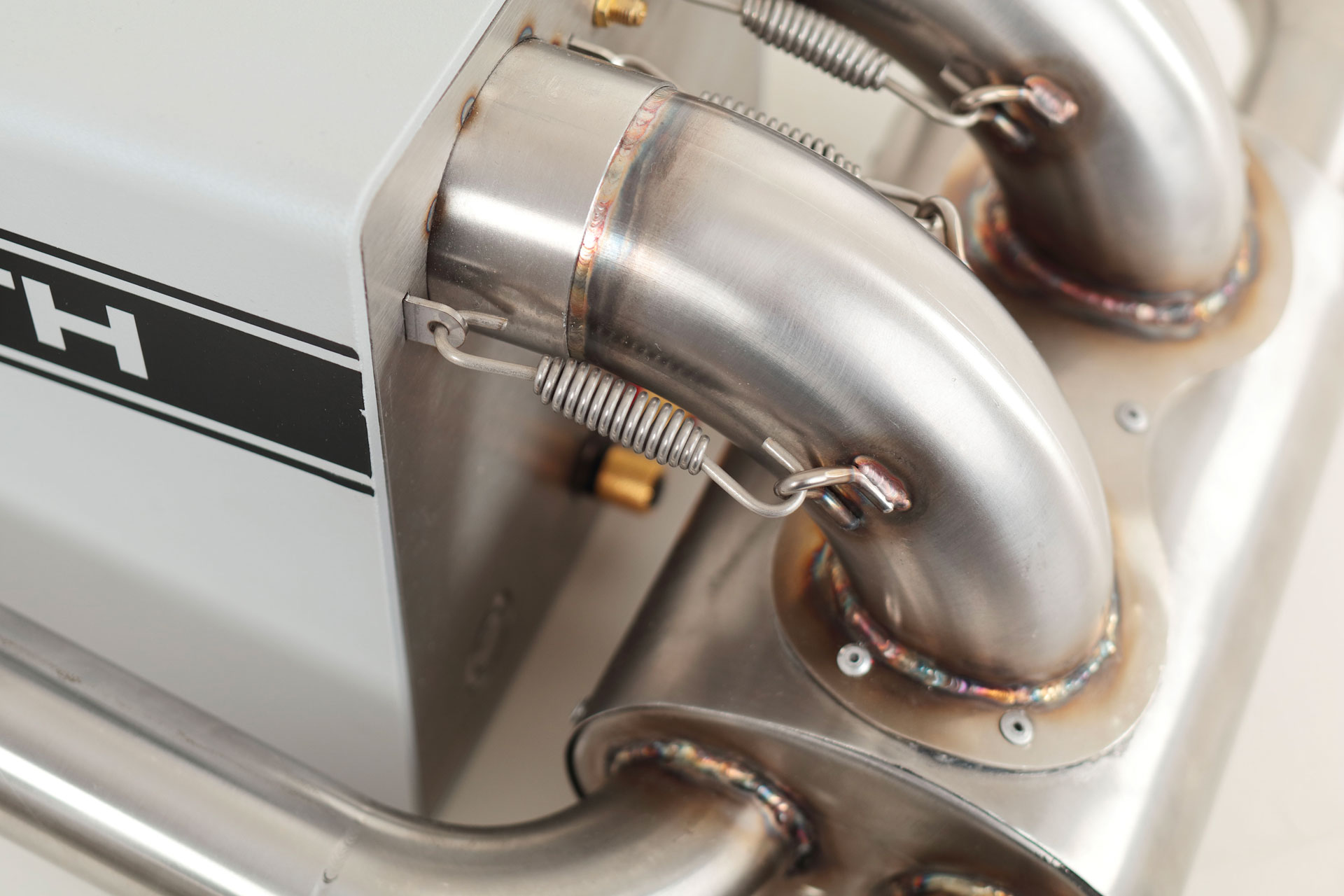 IXOOST KUBO ABARTH 595 - real active exhaust pipes with bass reflex function